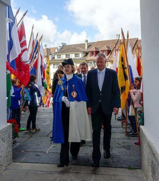 Standesweibelin Anita Imfeld, Regierungspräsident Marcel Schwerzmann (2. Reihe) und Kantonsratspräsident Andreas Hofer (Bild: © Staatskanzlei Luzern)