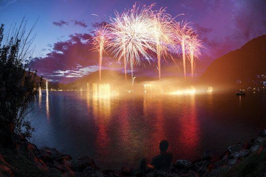 1. August: Vor Gefahren mit Feuerwerk warnt die Polizei. (Bild: © Massimo De Candido - shutterstock.com)
