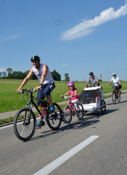 Teilnehmer geniessen am slowUp selbst autofreie Hauptstrassen (Bild: © slowUp Bodensee Schweiz / Thurgau Tourismus)