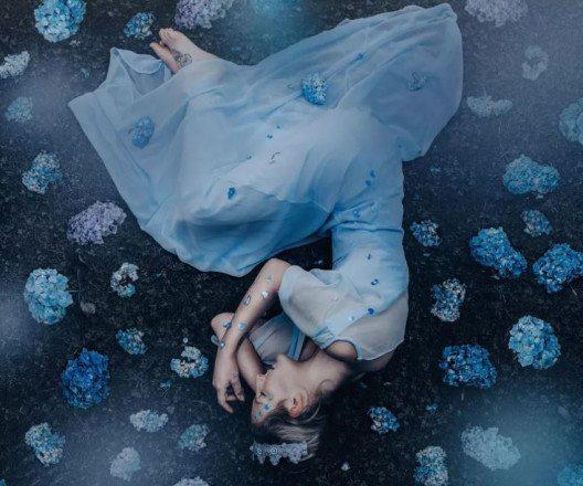 The Midnight Blossom (Bild: © Ellie Victoria Gale, UK, Entry, Open, Enhanced, 2017 Sony World Photography Awards)