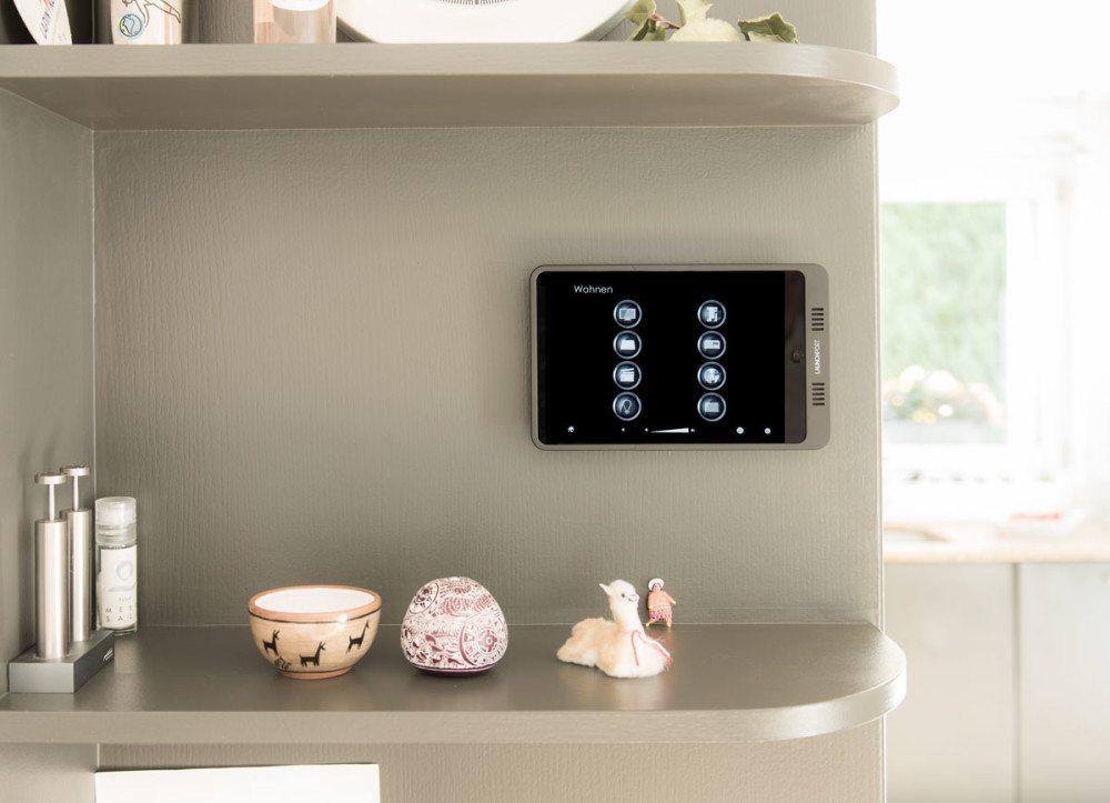 Mit der Steuerung von Multimedia und Technik lässt sich ein hohes Mass an Energieeffizienz und Komfort erreichen.
