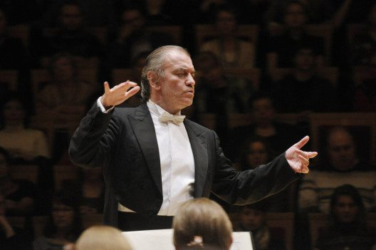 1_gergiev_and_orchestra