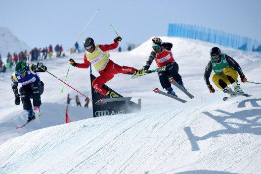 Ski Cross Fahrer in Action