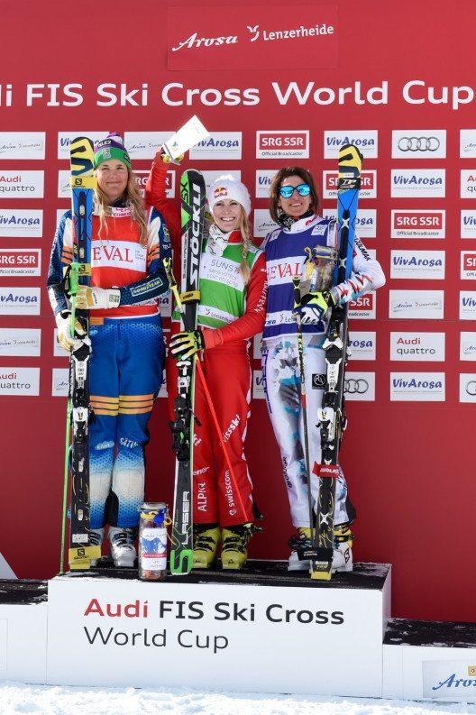 Die glücklichen Gewinnerinnen des ersten Weltcups in Arosa