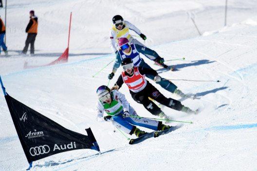 Ski Cross Fahrer - Ski an Ski