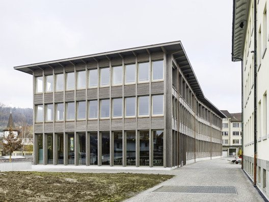 Bürogebäude mit Wohngeschoss Laur-Park (Bild: © Georg Aerni/Prix Lignum 2015)