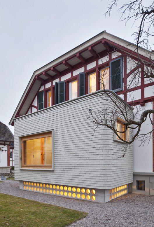 Anbau Doppeleinfamilienhaus unter Denkmalpflege (Bild: © Stefan Weber, Jens/Prix Lignum 2015)