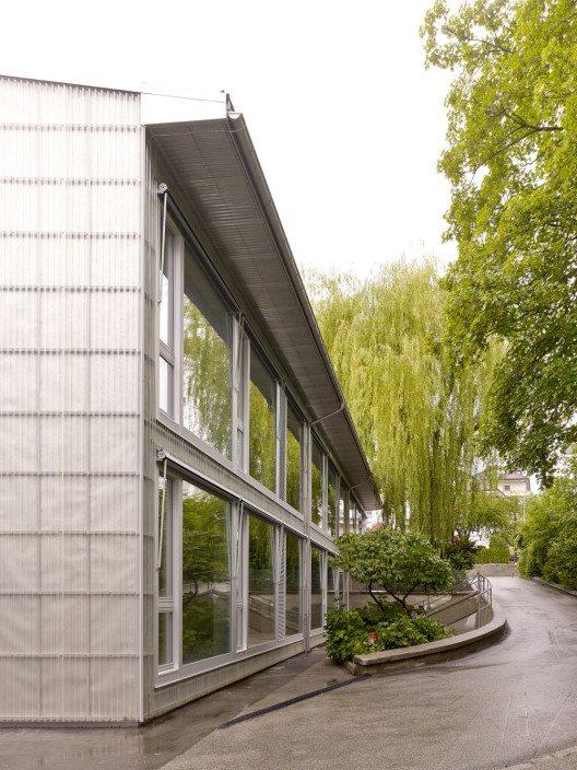 Schulprovisorien FRIMODULE am Beispiel des Vignettaz Schulhauses in Fribourg (Bild: © Roland Bernath/Prix Lignum 2015)