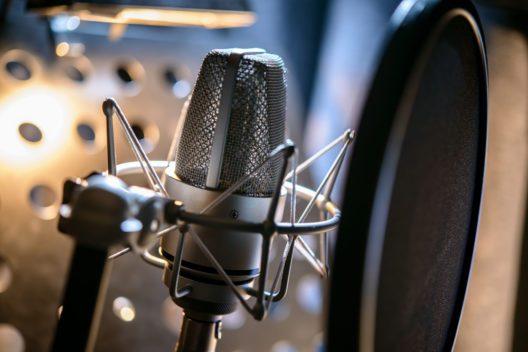 Das Mikrofon muss richtig platziert werden. (Bild: Stock image - shutterstock.com)