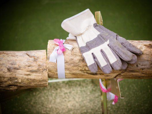 feature post image for Baumstamm sägen - ein Hochzeitsspiel für das Brautpaar